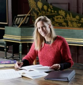 Niezijl - Dirigente en zangpedagoge Sonja de Vries.